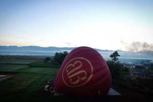 Inflating the balloon on the shores of Inle whilst passengers receive their safety briefing