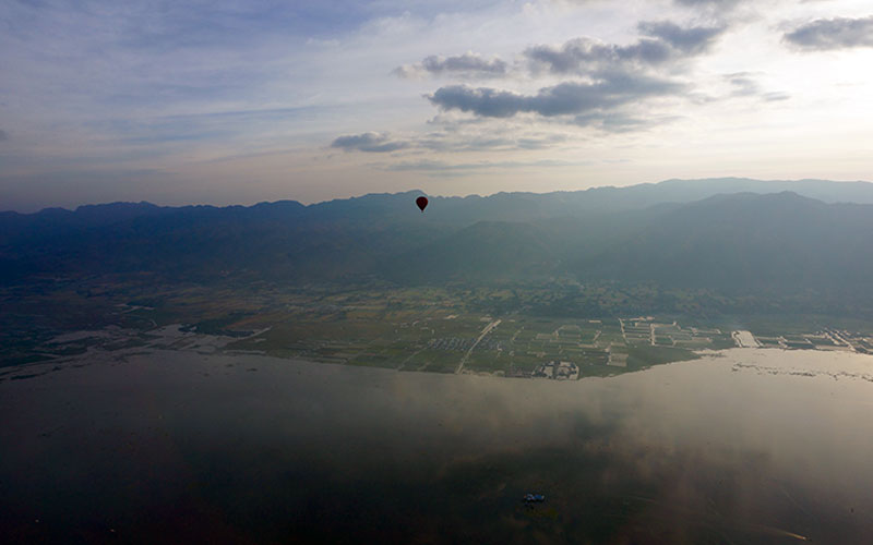 A demonstration of the vastness of the lake with the Shan Hills in the background
